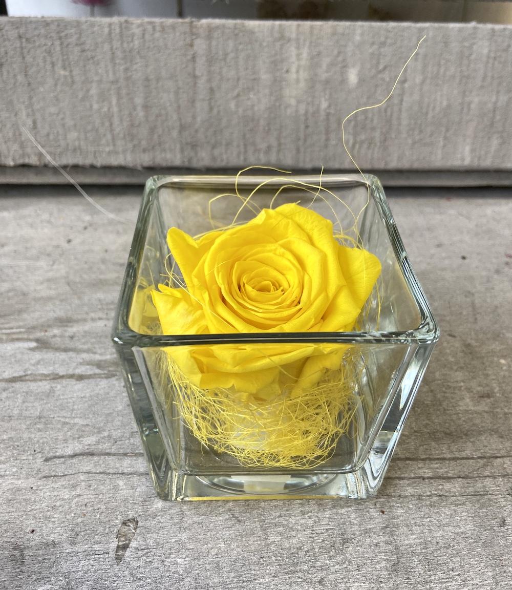 flower box rose stabilizzate gialle florashopping Rossana flower store NovellinoIMG_0493
